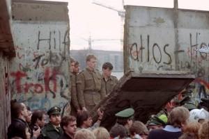 Los gerifaltes de la RDA hicieron negocio con los restos del Muro de Berlín.